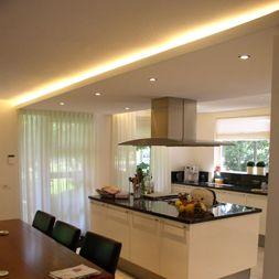 verlaagd plafond met verlichting erachter | zwevend plafond met ...