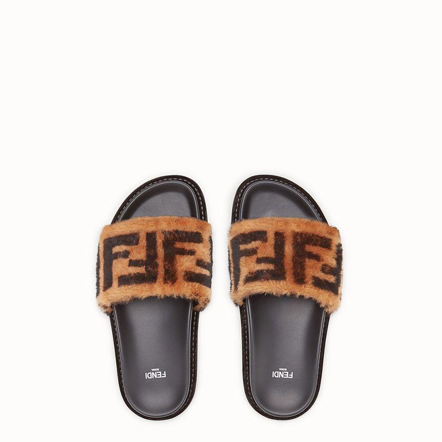 Fendi Sandalia Sandalia Tipo Chancla De Piel Y Cordero Marron View 4 Detail Zapatos De Marca Chanclas Fendi