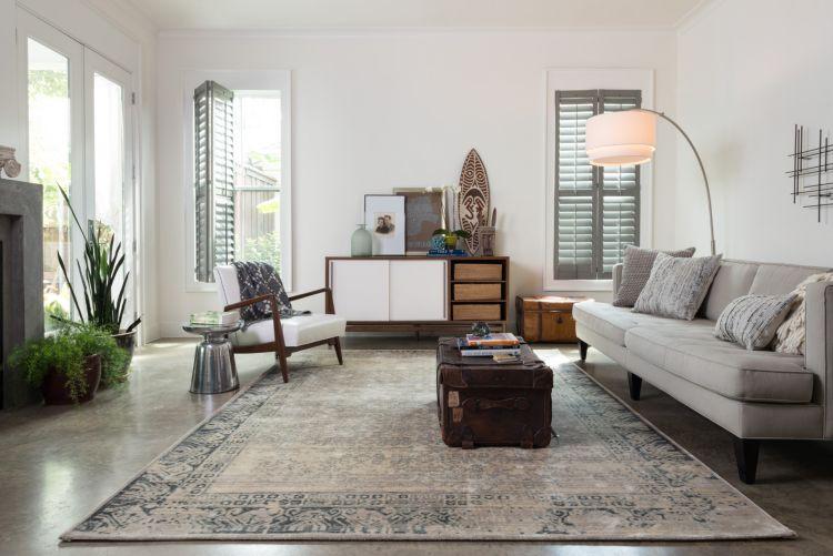 teppich wohnzimmer dreisistzer grau sofa kaffeetisch leder koffer - teppich wohnzimmer grau