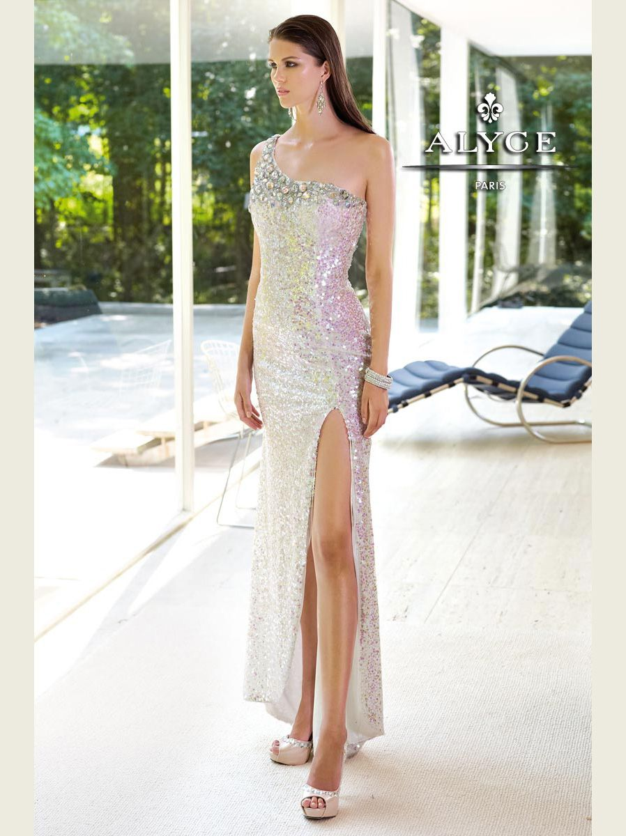This dazzling prom gown that will make you shine on your prom night