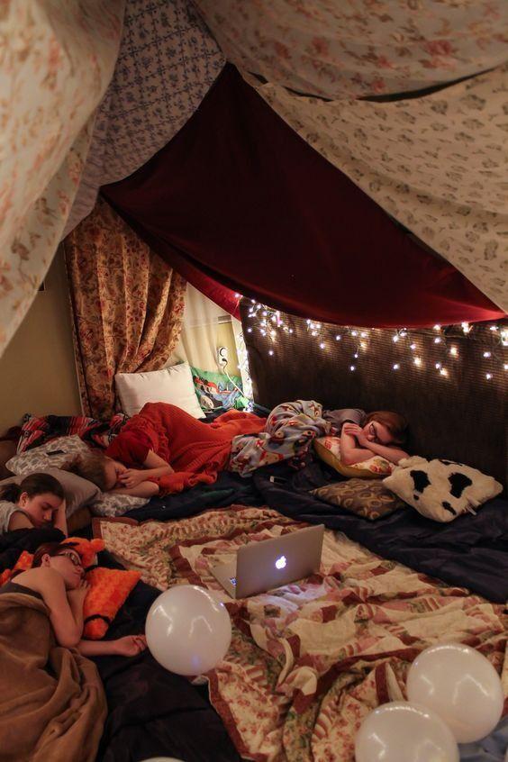 Pin De M A R T I N A En Peliculas Decoracion De Habitacion Tumblr Fuerte Con Mantas Pijamadas Ideas Chicas