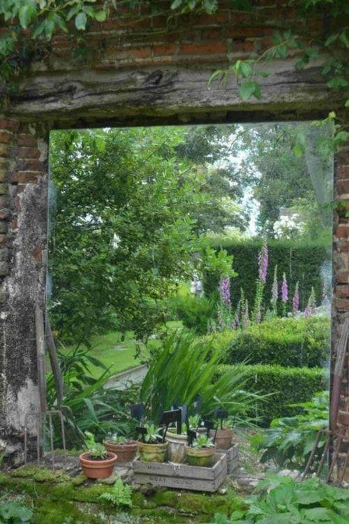 un mur au jardin nos id es pour l 39 habiller jardin garden pinterest miroirs jardins et. Black Bedroom Furniture Sets. Home Design Ideas