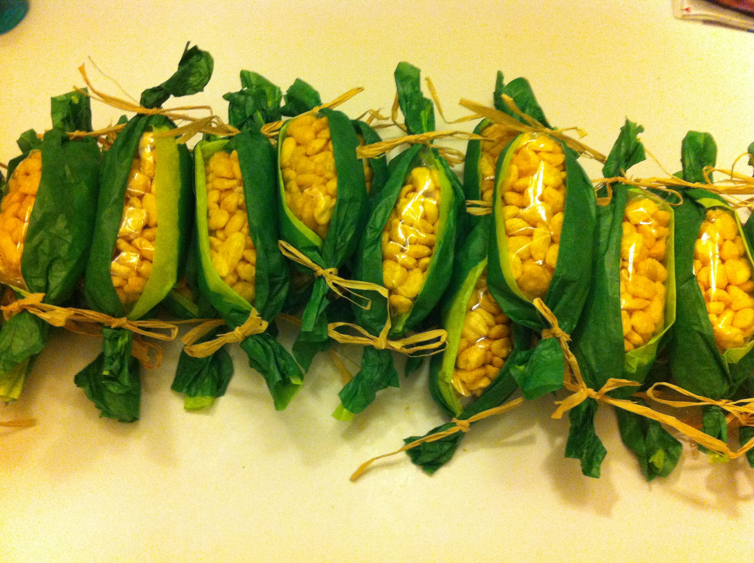 Thanksgiving corn on the cob! So fun for a preschool feast!! Corn ...