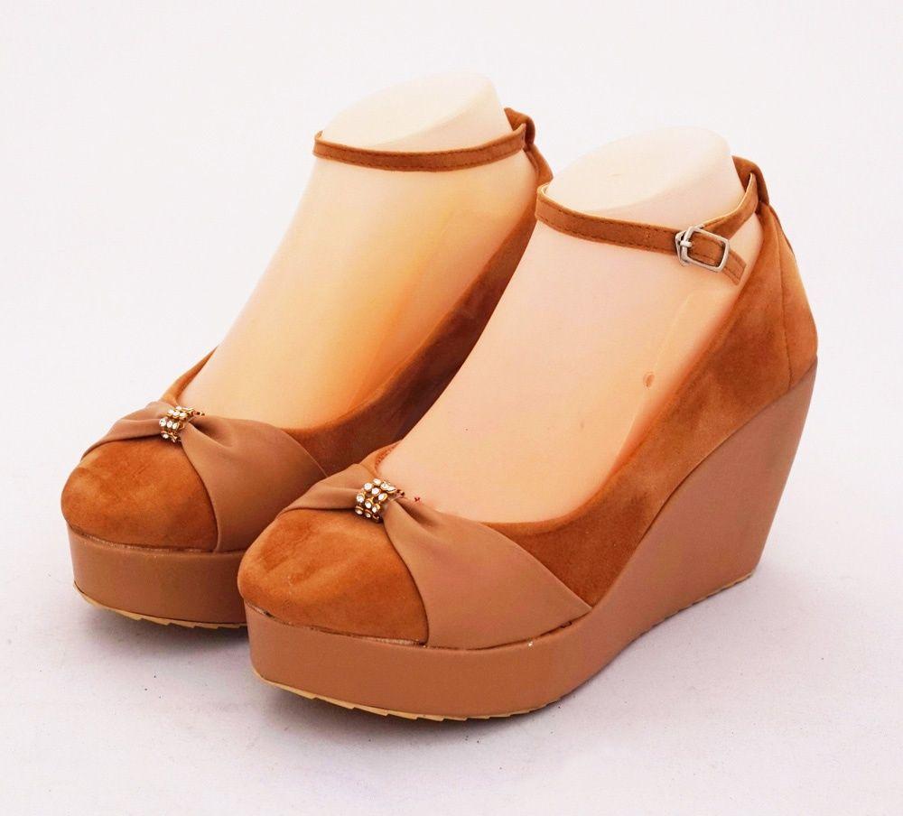 Sepatu Wedges Diamond Bertali Cantik Di Kaki Warna Coklat Heels