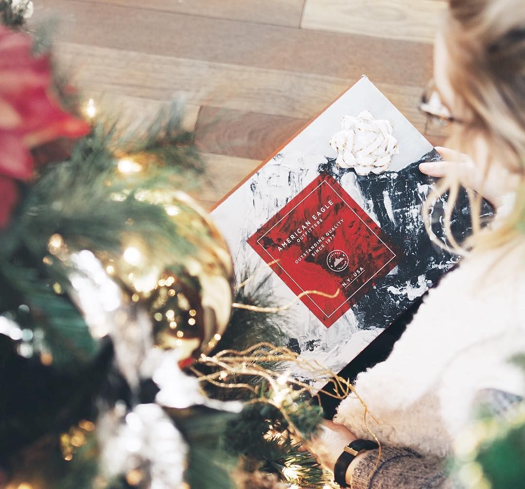 Now that exams are done, my Christmas spirit is in full force! I can't wait for my friends to open their @americaneagle presents this year! #aeostyle #giftedbyaeo #underthechristmastree #ad