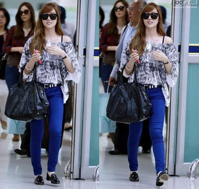 [120912] Jessica at Gimpo Airport back from Japan