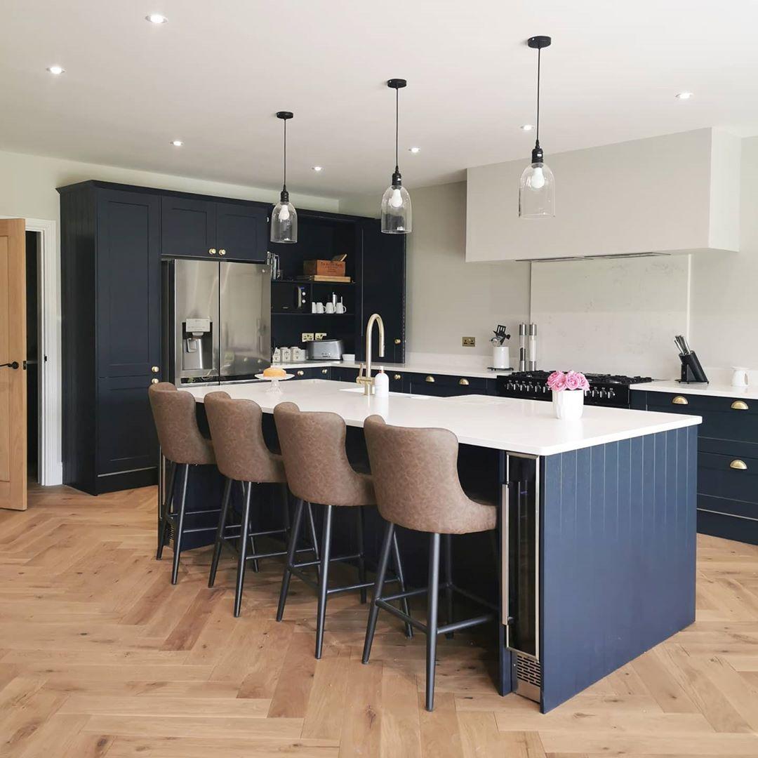 Fairford Navy Kitchen in 2020 | Open plan kitchen living ...