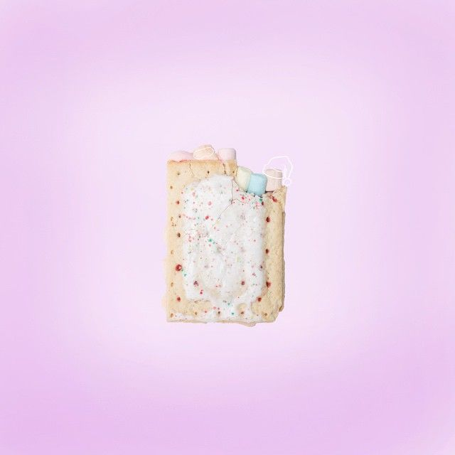 Two big pastry crust filled with strawberry jelly.... Then we need sugary icing covers for the cold❄️ Smush all together and ta dahh, It's nap time  #inmypinata #designfiesta #candyminimal #poptart @candyminimal #minimalpastel
