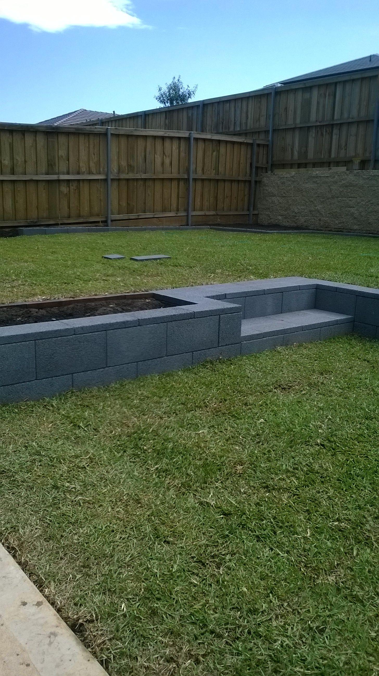 Versastone Retaining Wall Blocks Landscape Edging Modern Garden Design Brick Garden