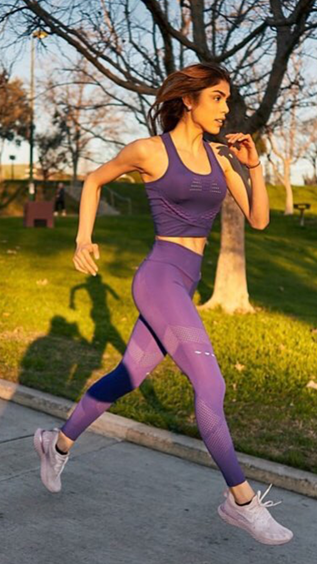 39c520380c0d6 Don't let the day run you, you run the day! Paula Galindo (@paufittips)  styles the Pro Perform Crop Top and Leggings in Indigo for her daily run. # Gymshark ...