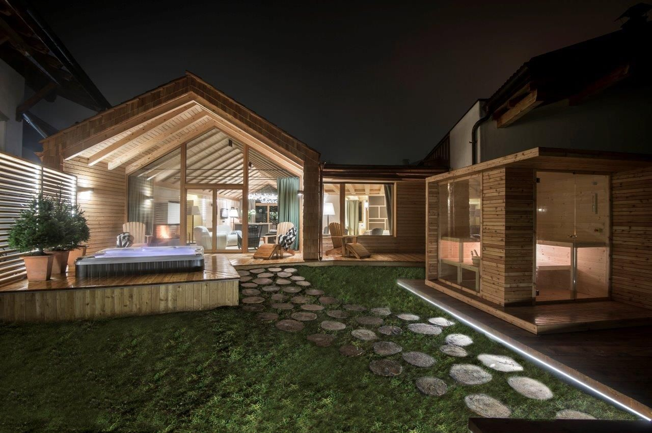 2 2 spa encastr dans la terrasse d 39 un chalet chalet zeno rosa alpina italie home sauna. Black Bedroom Furniture Sets. Home Design Ideas