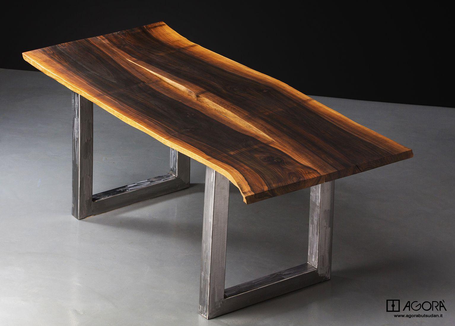 Tavolo In ~ Tavolo in massello di noce scortecciato e oliato al naturale