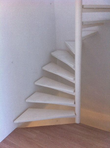 Vaste trap naar zolder inbouwkast google zoeken attic for Zelf zoldertrap maken