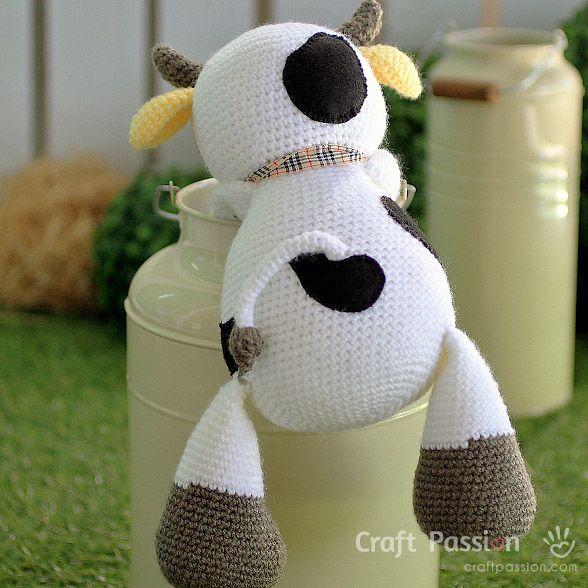 Get free cow amigurumi pattern, MooMoo Cow, crochet from a medium weight acrylic yarn in white, yellow