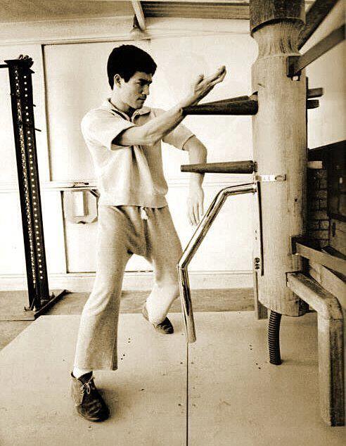 Kwan Sao | Bruce lee training, Bruce lee martial arts, Bruce lee