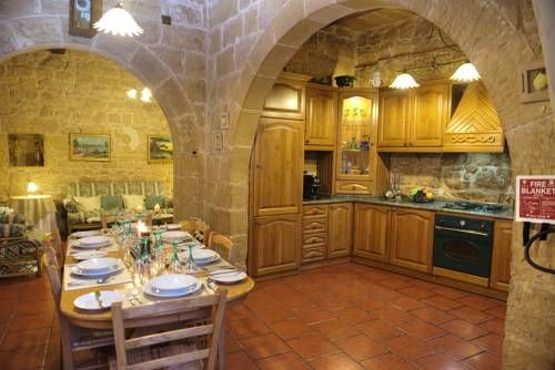 Dwejra House Żejtun Offering a year-round outdoor pool and views of the pool, Dwejra House is set in Zejtun in the Malta Region, 6 km from Valletta.  You will find a coffee machine in the room. Dwejra House features free WiFi .