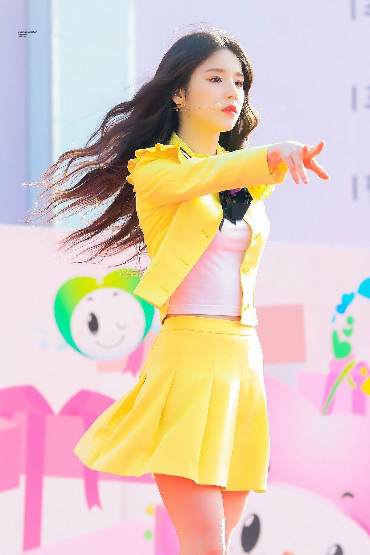 Pin by moonchild on LOOΠΔ   Kpop, Beautiful asian girls, Korean girl