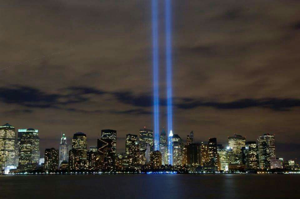 Pin By Stephen Munger On Lest We Forget Pinterest - Two beams light new yorks skyline beautiful tribute 911