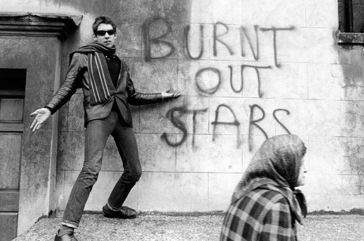 Shane Macgowan, London, 1981. I love the way the old lady has walked in front of the shot.