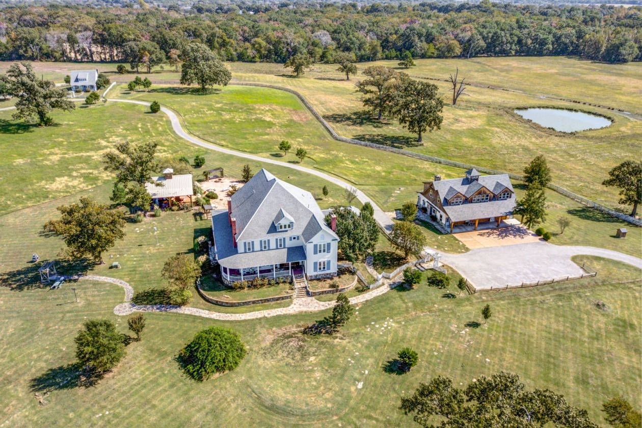 Equestrian Estate For Sale in Hopkins County , Texas