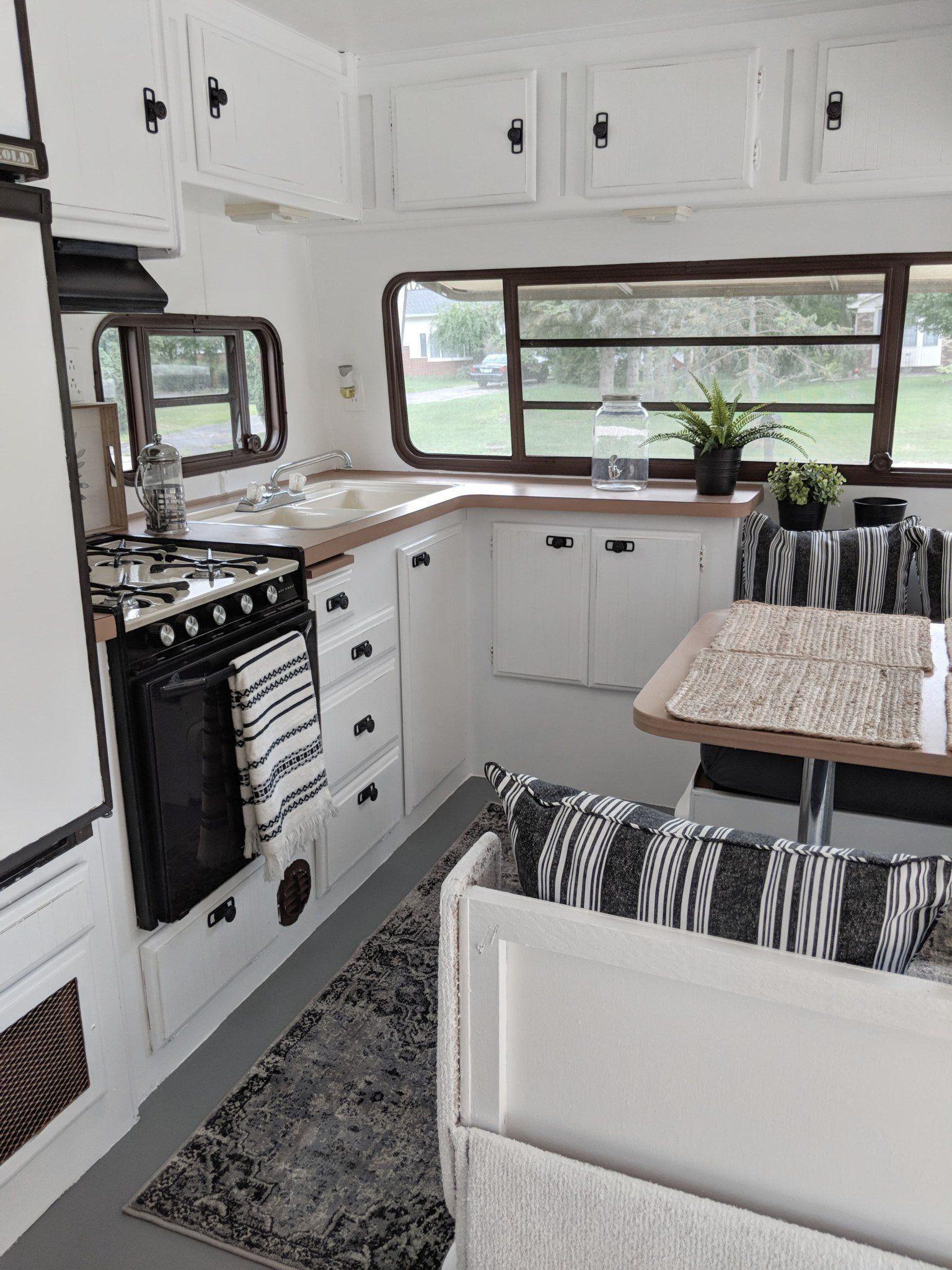 58 Best Vintage Camper Interior Ideas To Consider Interieur Pour Camping Aux Vendanges Roulotte De Camping Campeur Vintage