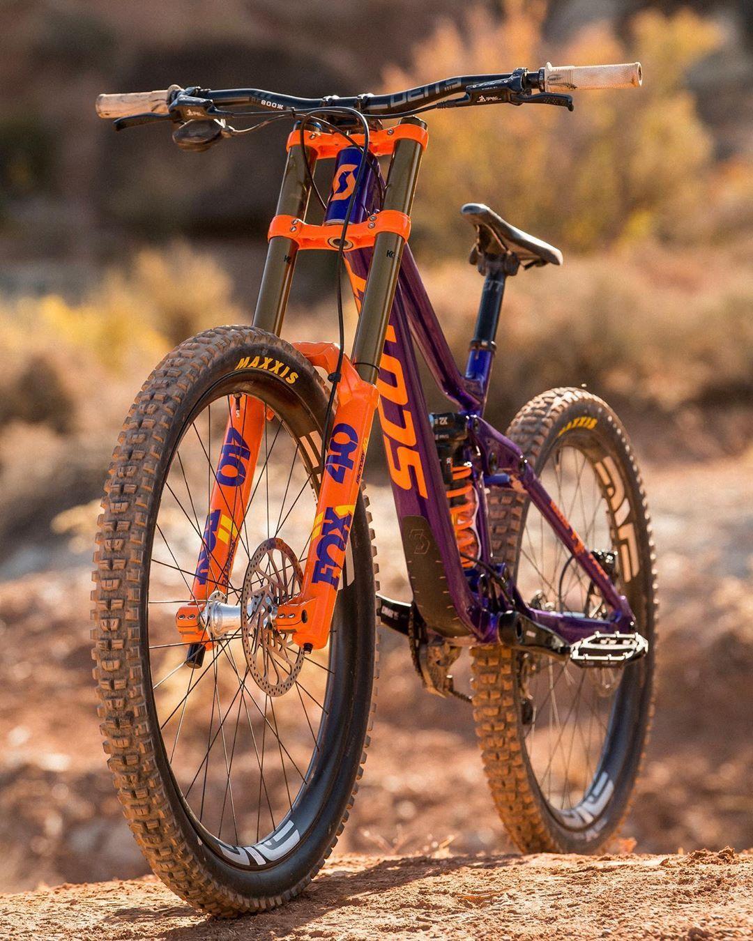 Here She Is Redbullrampage Ready Iancollinsphotography Bike Mtb Therock Utah Gnar Downhill Bike Mountain Bike Art Freeride Bikes