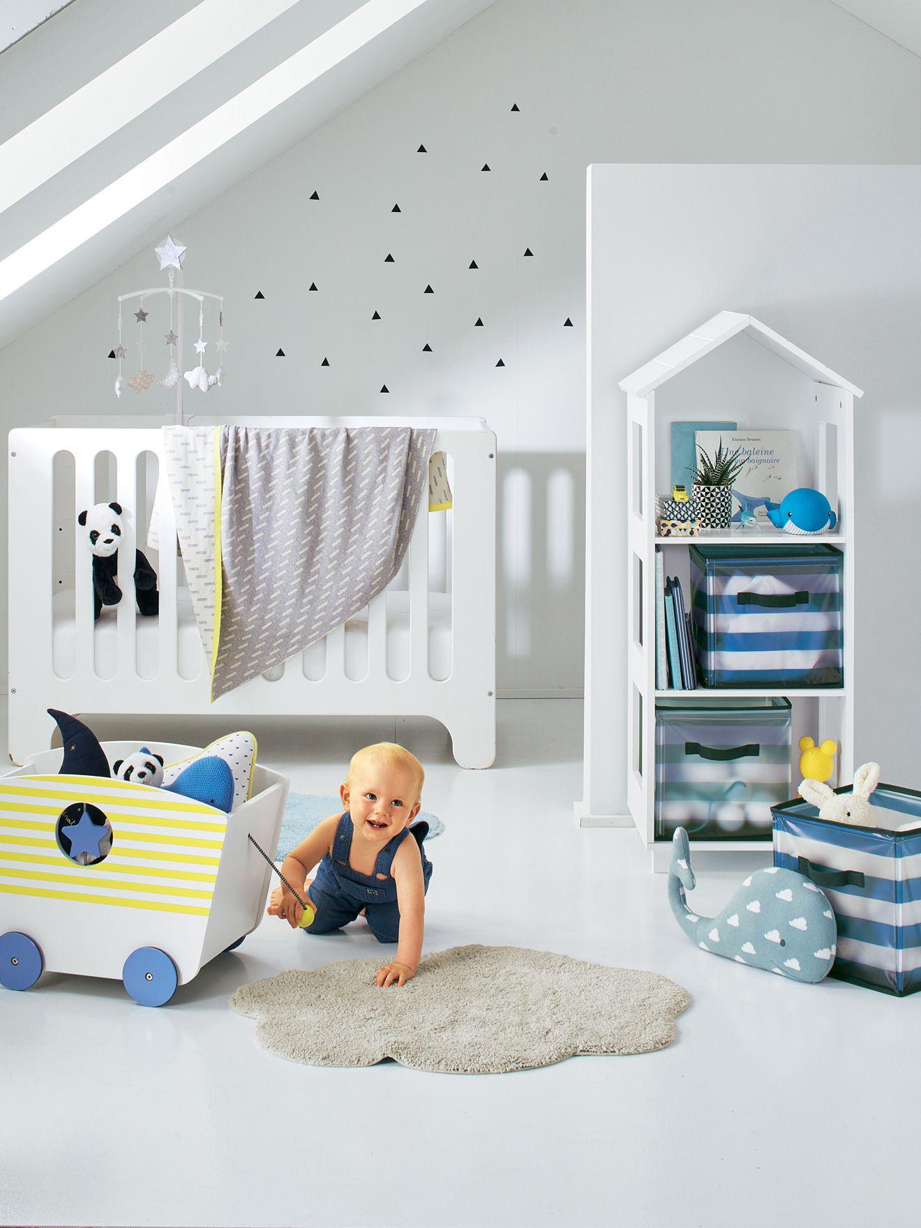 coffre de rangement avec roulettes multicolore rangez comme sur des roulettes peluches et. Black Bedroom Furniture Sets. Home Design Ideas