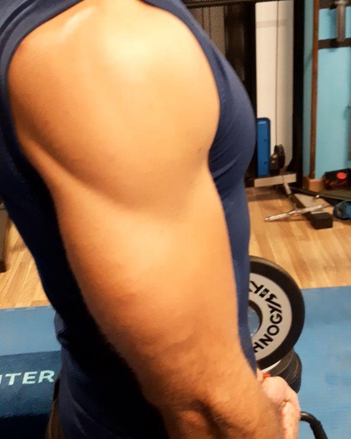 Serie su serie.. c'è ancora molto lavoro da fare.. #fitfordaga #gym #fitness #workout #armsworkout #...