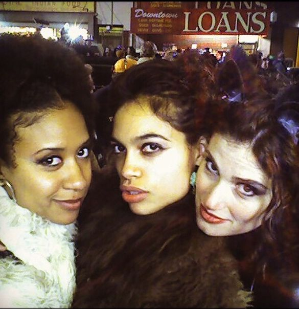 Tracie Thoms Idina Menzel And Rosario Dawson As Maureen Mimi And Joanne In Rent Behind The Scenes Rent Musical Musical Movies Ballet Movies