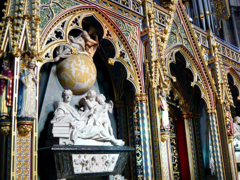 Risultati immagini per westminster abbey newton]