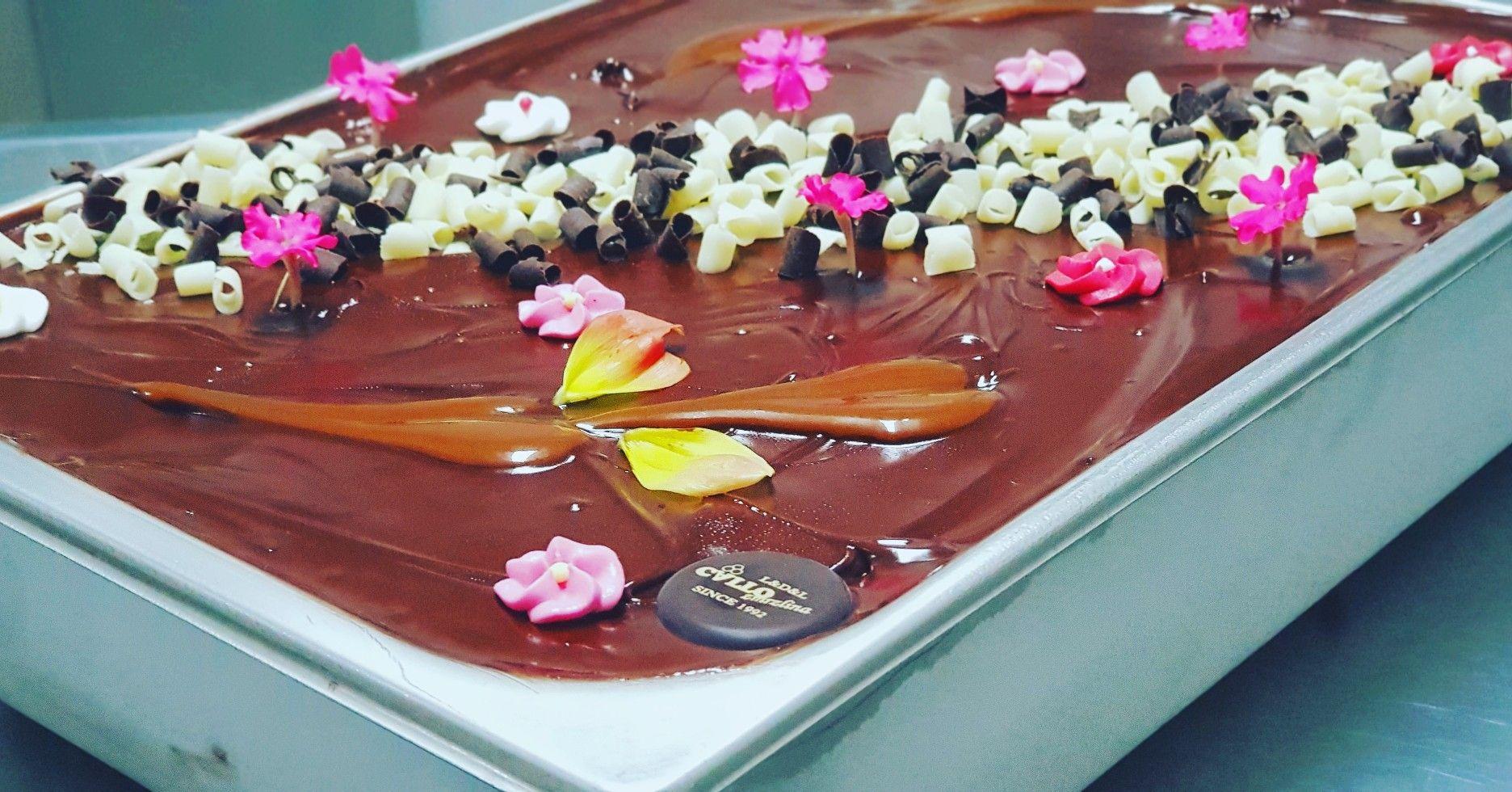 Dekorovanie s jedlými 🌸 . #zmrzlina #dolnykubin #instalike #love #uzasnejedlo #chocolate #icecream #instacool #instafood #blackandwhite #chocolatelove #callozmrzlina #delicious #kvety #nature #slovensko #foodlife #priroda #milujemejedlo #milujemkvety #slovenskojekrasne #instafollow #orava #tasty #instalove #jedlekvety #summer #gastronomi #cool #food
