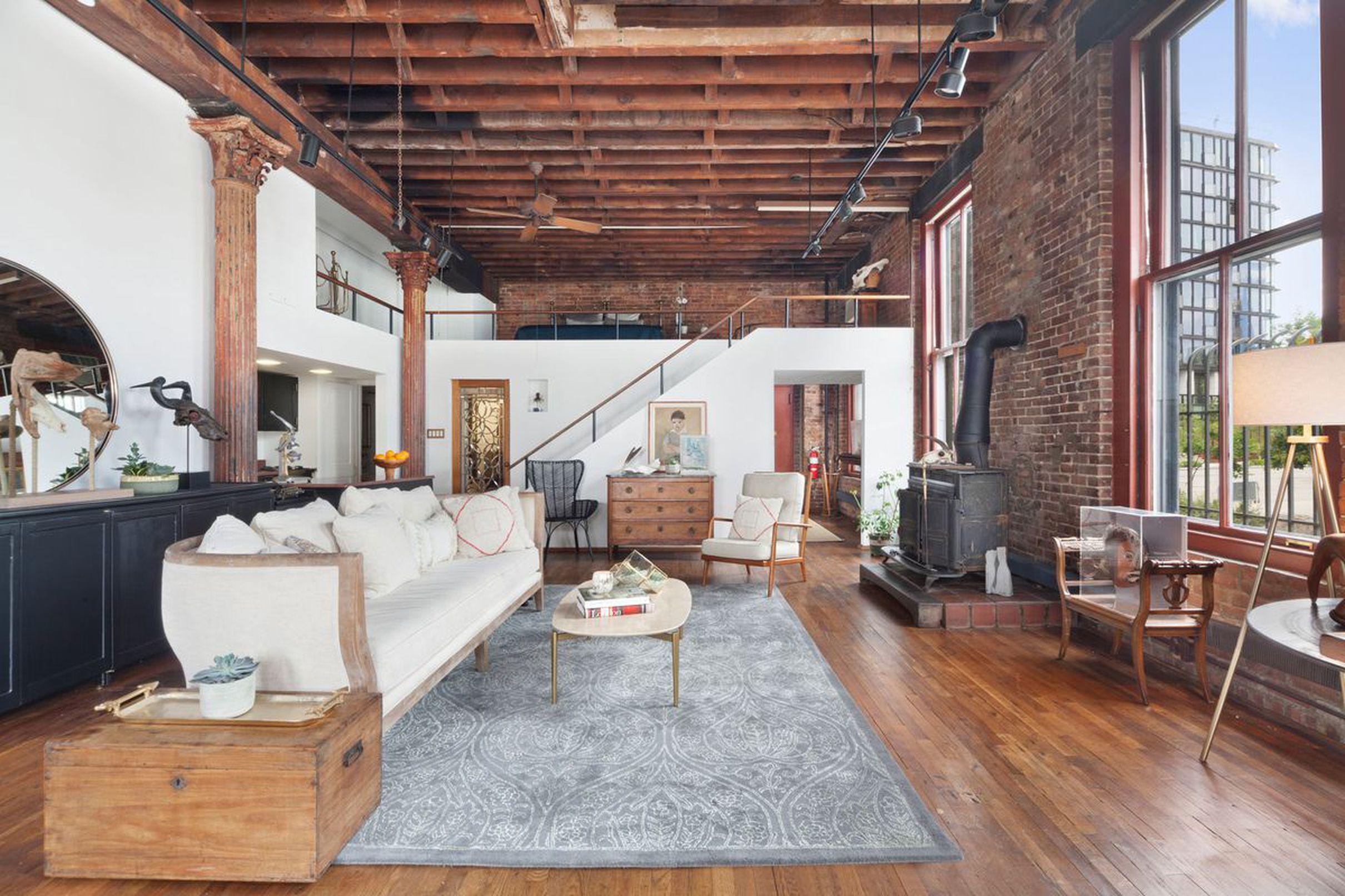 Charming Brooklyn Heights coop in a landmark building