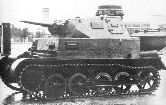 Panzer I Ausf.A mit Panzer Ill turm und Holzgasgenerator.Educational tank made on the chassis of the Panzer I Ausf.A with Panzer III turrret and hull and a gas generator installed for fuel saving (1942/43).