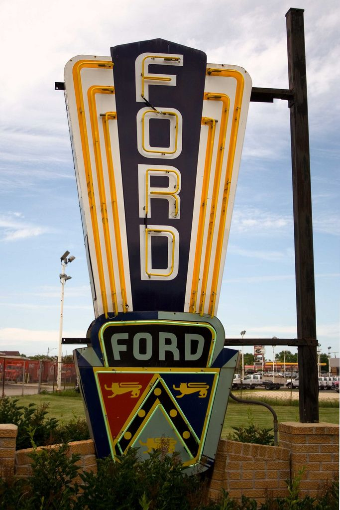 Vintage Ford Neon Sign St Charles Il In 2020 Vintage Neon