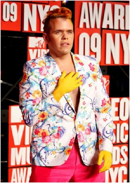 Perez Hilton and his Rubber Gloves