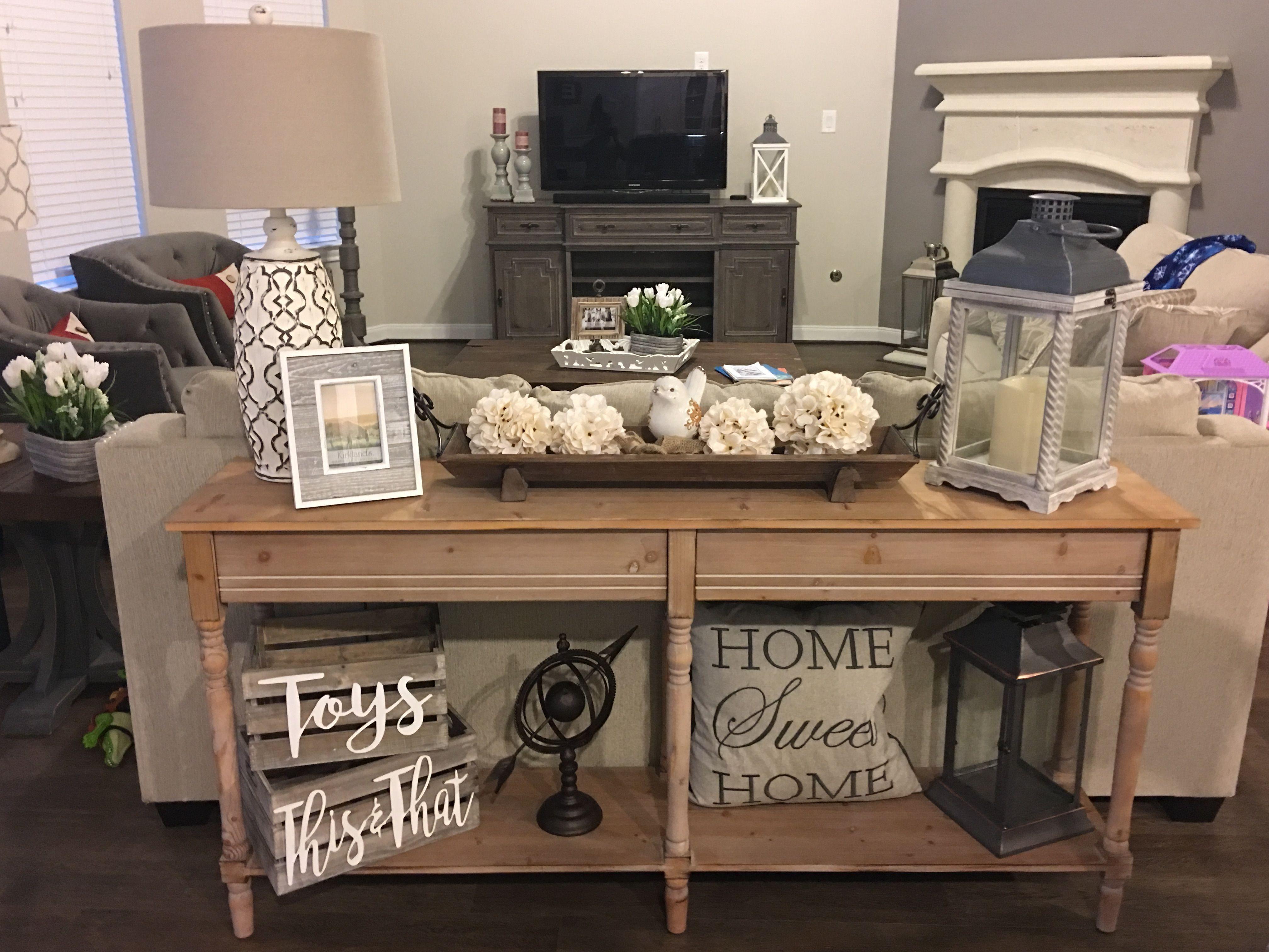 40 Gorgoeus Farmhouse Console Table Design Ideas In 2020 Table Decor Living Room Sofa Table Decor Couch Decor