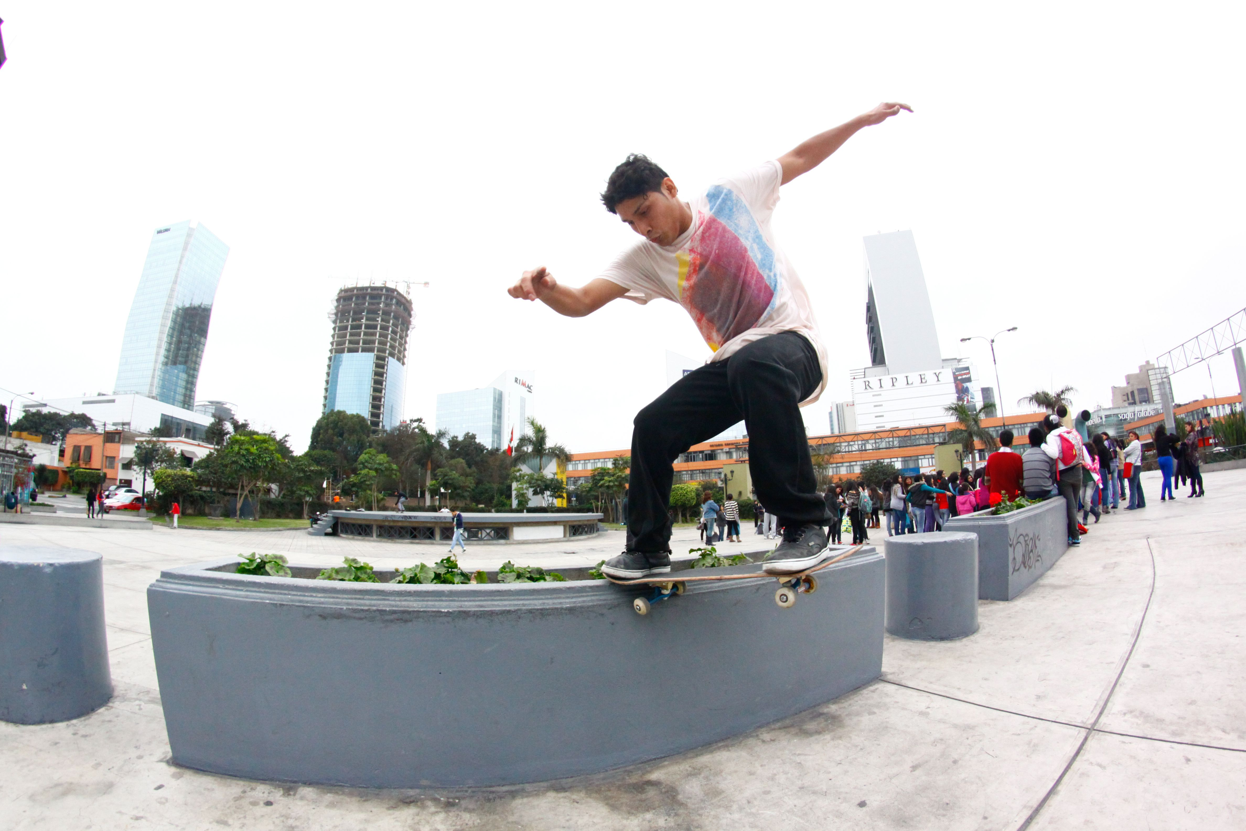 e746fb4c81e El skateboarding es un deporte que consiste en deslizarse sobre una tabla  con ruedas (skate) y a su vez poder realizar diversidad de trucos.