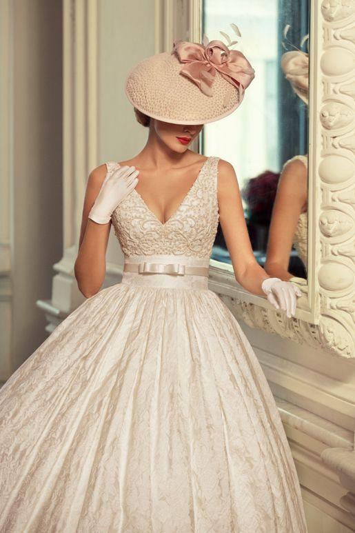 Encanto y glamour en este modelo de Tatiana Kaplun 2015. #vestido ...