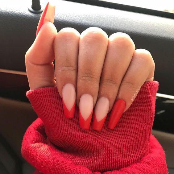 Diseños de uñas para chicas que no quieren salir del francés