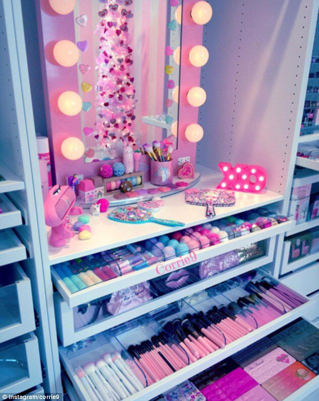 Make Up Junkies Flaunt Their Very Stylish Beauty Rooms Dailymail Makeup Room Decor Beauty Room Girl Bedroom Designs