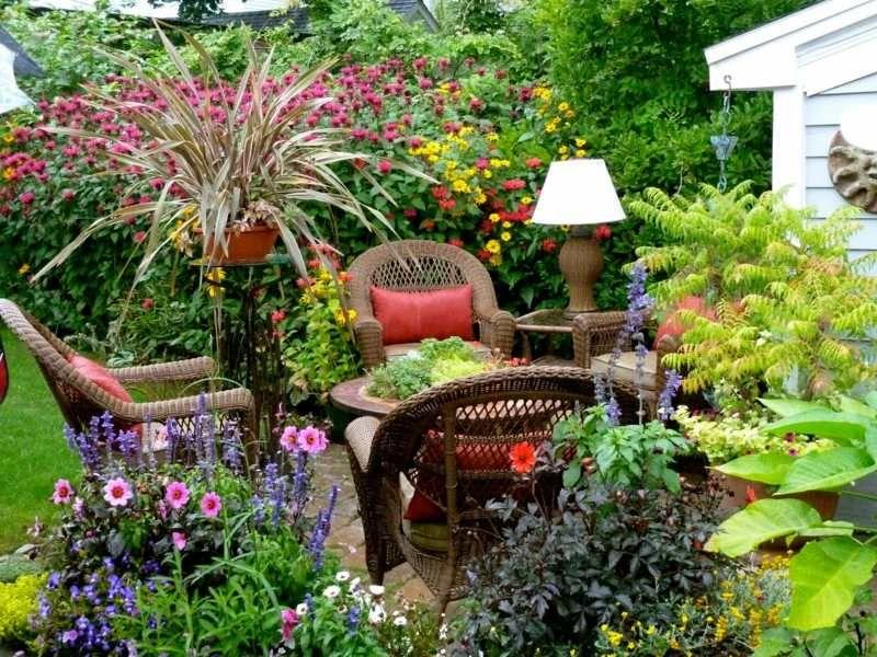 Ideen für kleinen Garten - Üppige und bunte Bepflanzung einer - garten gestaltungsideen fur kleine garten