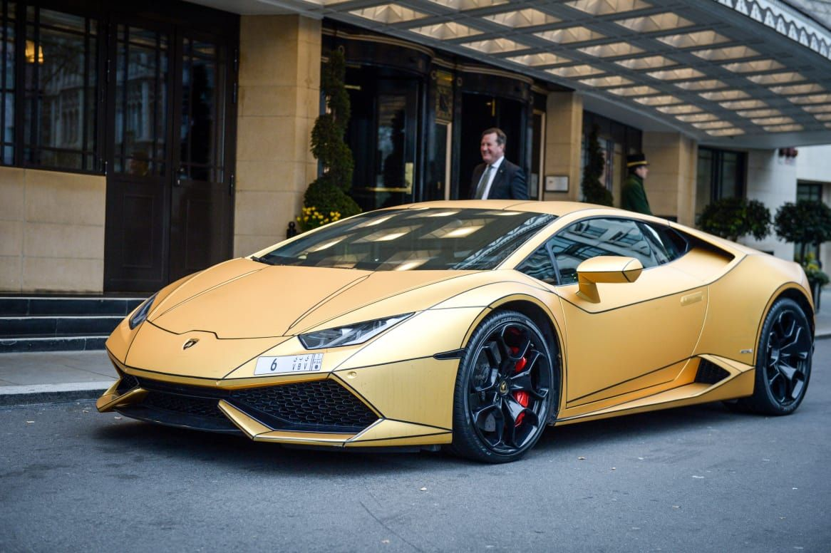 Super Rich Saudi Arrives In London With Fleet Of Gold Cars New