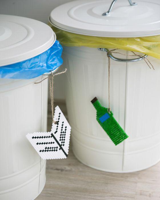 mit selbst gemachten etiketten lassen sich identische recyclingbeh lter auseinanderhalten. Black Bedroom Furniture Sets. Home Design Ideas