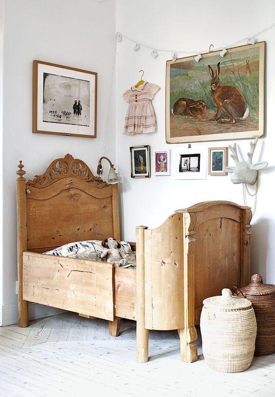 Les maisons de campagne ont ce « je ne sais quoi » qui les rend uniques en leur genre, notamment leur chambre d'enfant en bois et leur charme d'antan.