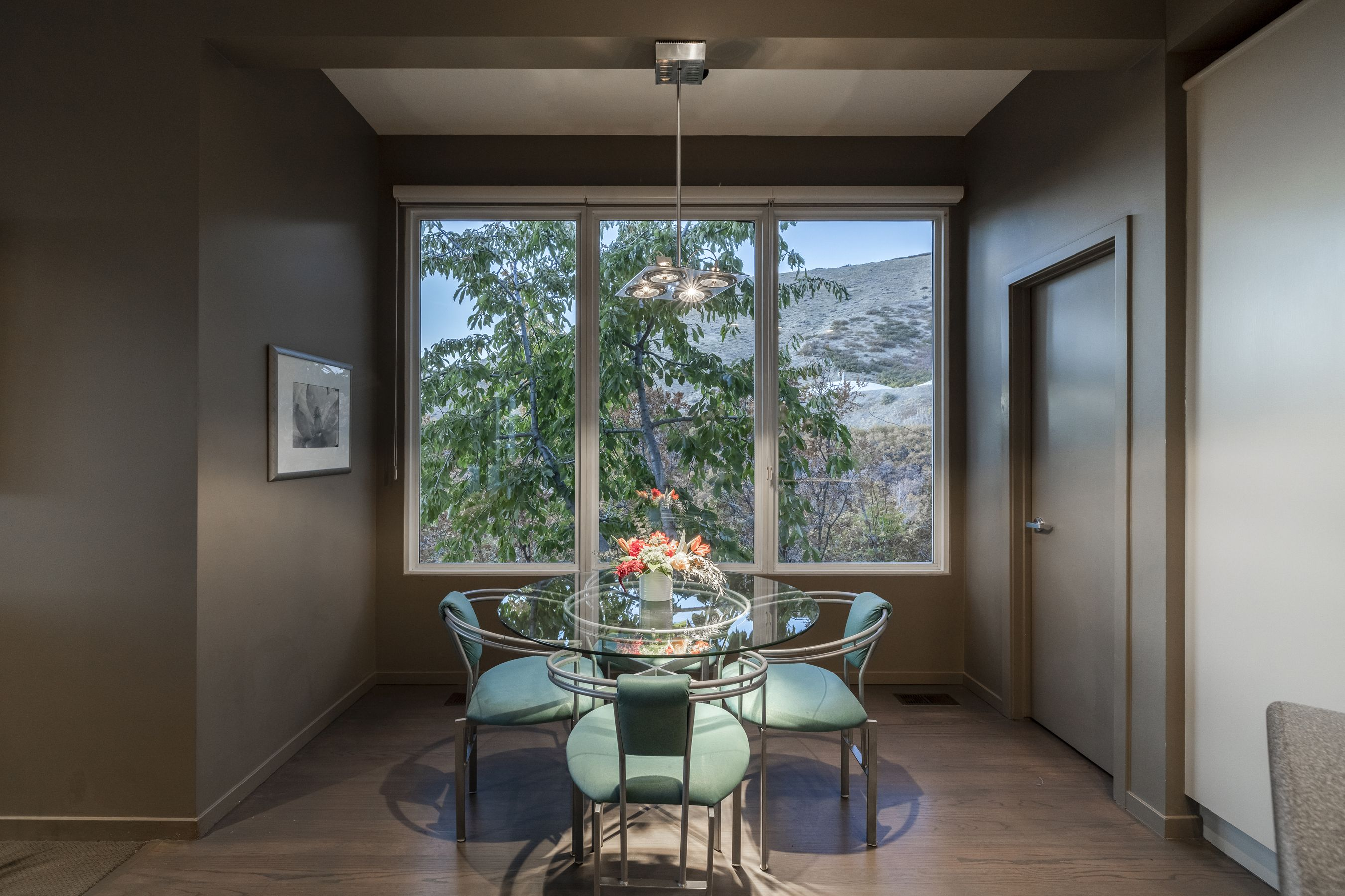 Tucked away up in the exclusive Carrigan Canyon neighborhood is an elegant, minimalist styled high-end home for the buyer who wants privacy, spectacular views, and a connection to Utah's natural beauty. #BreakfastNook #DiningArea #DiningRoom #LuxuryLiving #DreamHome #LuxuryLifestyle #Luxury #DreamHome #HomeDesign #HomeDecor #InteriorDesign #InteriorDecor #UtahHomes #WindermereUtah #LuxuryHome #MillionDollarListng