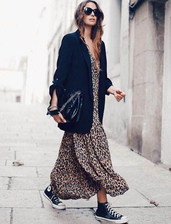 Photo of Een maxi dress met je langere blazer. Dit geeft je een casual gevoel maar is sup…
