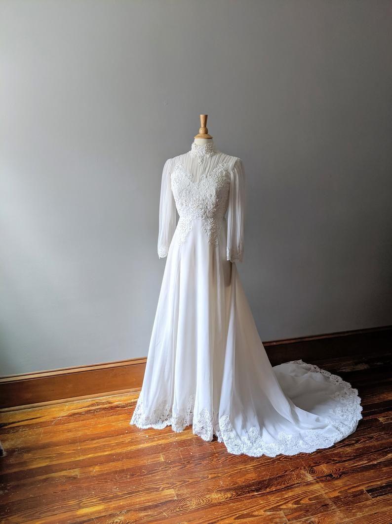 Vintage Boho Chiffon Wedding Dress Long Sleeve Wedding Dress Etsy Etsy Wedding Dress Wedding Dress Long Sleeve Wedding Dresses [ 1059 x 794 Pixel ]