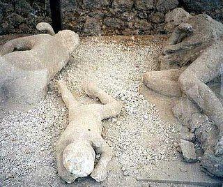 mini.press: Ιστορία-62  Ισχυρός σεισμός συγκλονίζει την πόλη της Πομπηίας στην Ιταλία.
