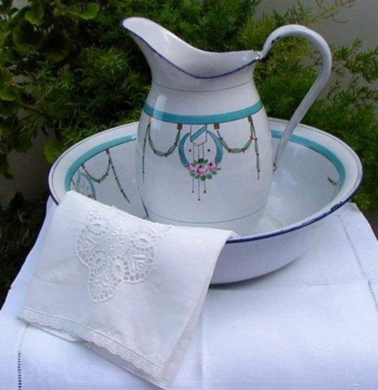 french enamelware pitcher bowl bath set objets maill s pinterest toilette les. Black Bedroom Furniture Sets. Home Design Ideas