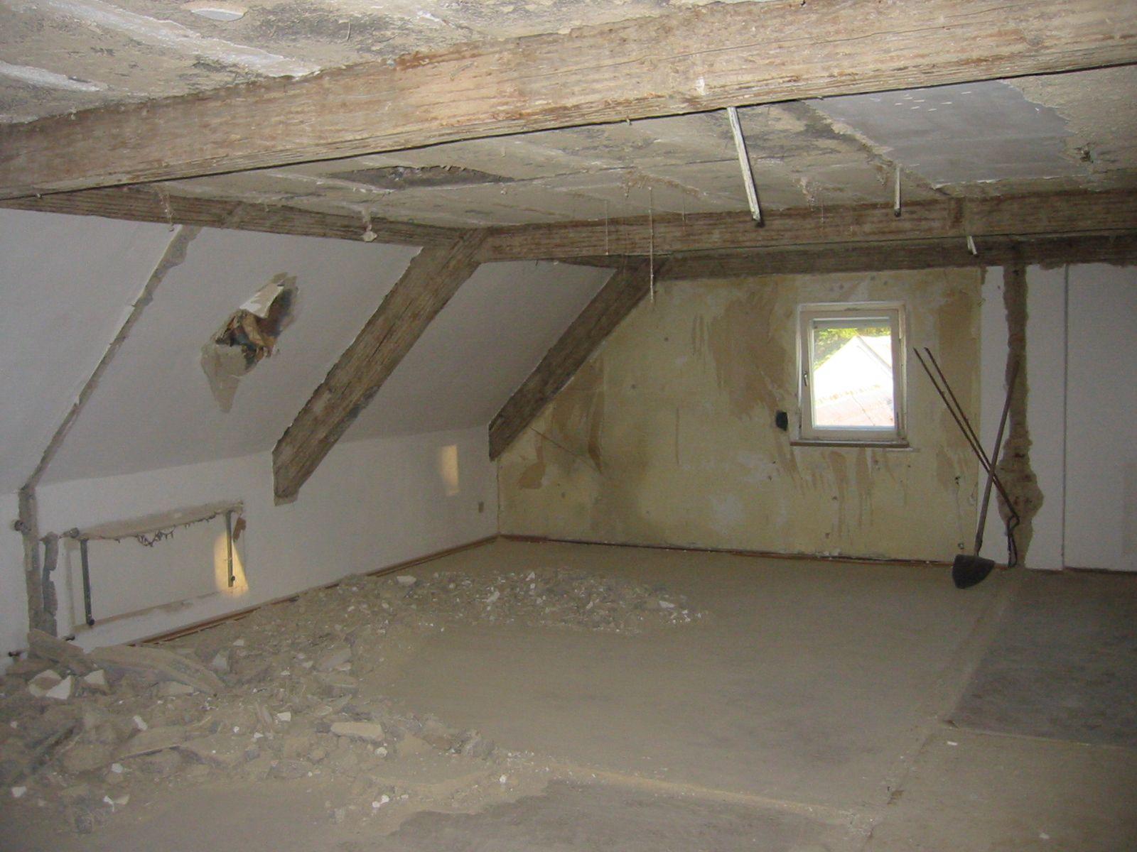 dachgeschossausbau bild 1 altes bauernhaus vor der. Black Bedroom Furniture Sets. Home Design Ideas